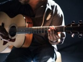best beginners acoustic guitar reviews