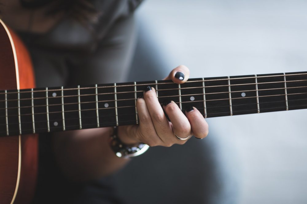 best acoustic guitar for small hands review