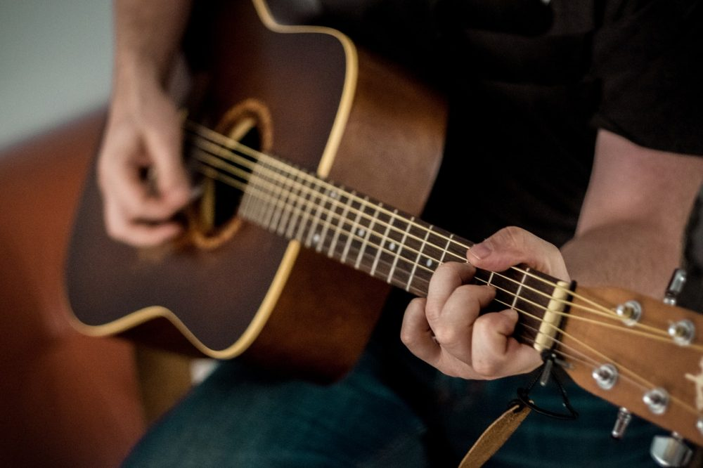 best small hands acoustic guitars