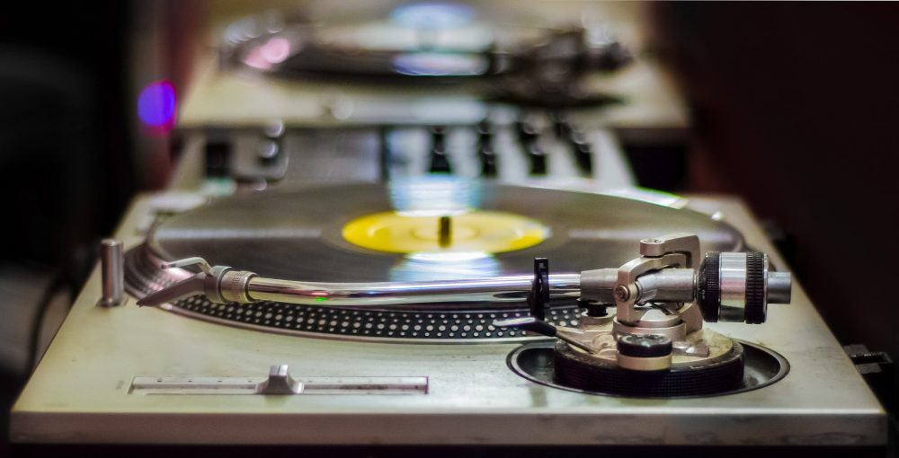 Best DJ Turntables For Beginners