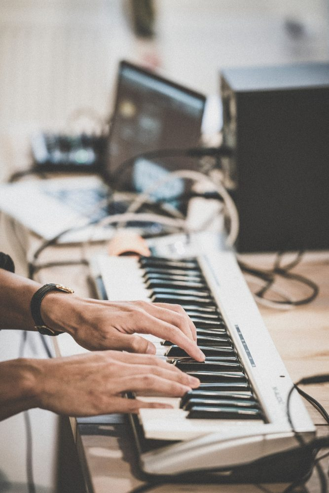 7 Best MIDI Keyboards For FL Studio [Reviewed] - GuitarJunky