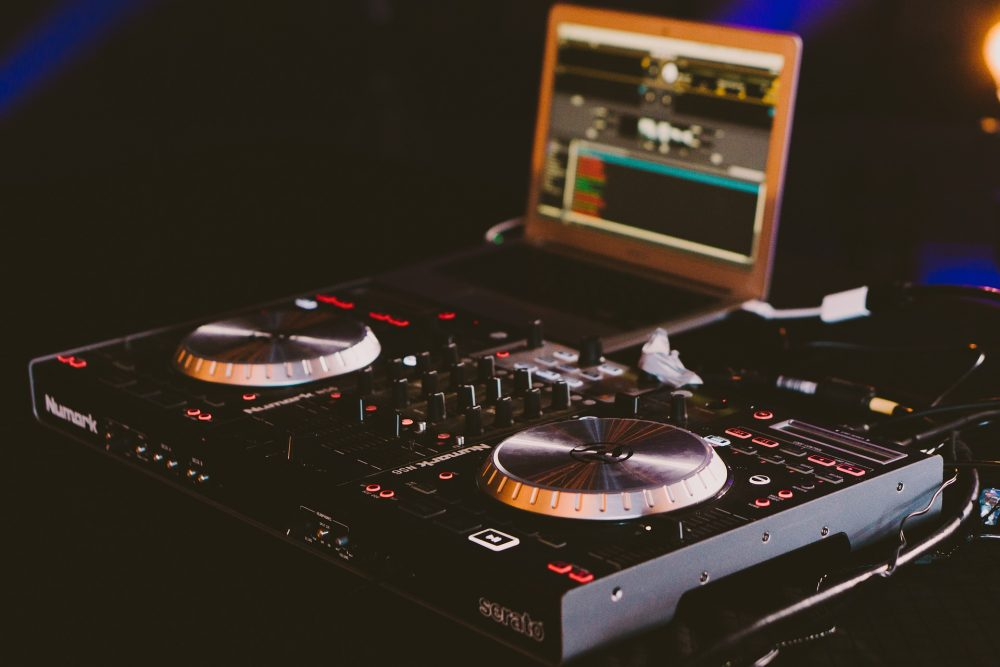 Best DJ Mixers For Beginners