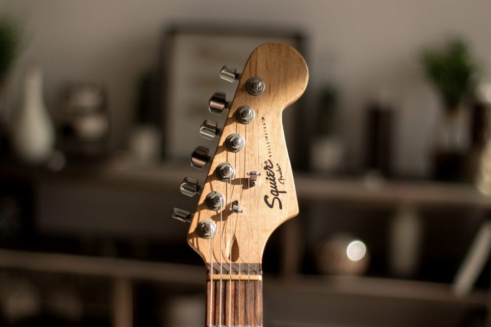 10 best electric guitars for beginners in 2019 buying guide guitarjunky. Black Bedroom Furniture Sets. Home Design Ideas