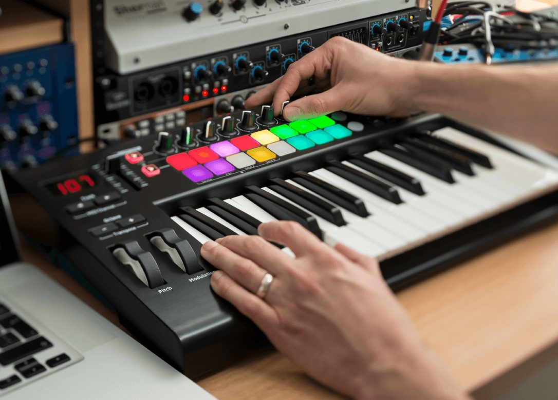 Novation Launchkey 49 midi in action